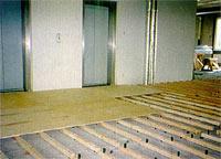 Выравнивание деревянного пола фанерой Напольные покрытия.  Напольные вешалки для полотенец.