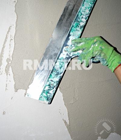Шпаклёвка стены металлическим шпателем