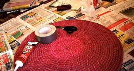 Изготовление круглого коврика из прочной цветной веревки.