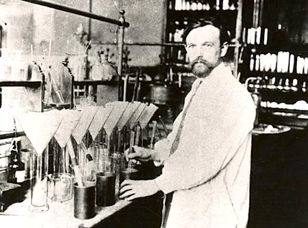 Немецкий химик Фриц Клатте