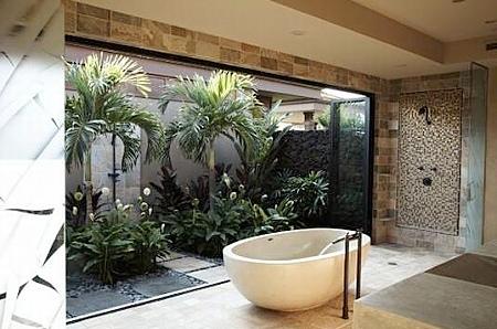 Роскошная ванная с зимним садом