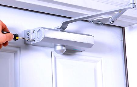 Как установить доводчик на двери