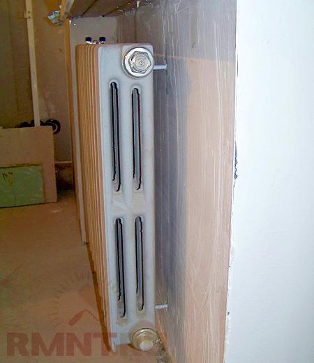 """""""Штатный """" металлический радиатор запакован новыми пробками, потому что поменялась схема подключения."""