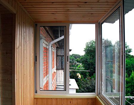 Остекление и утепление балкона - радио сити.
