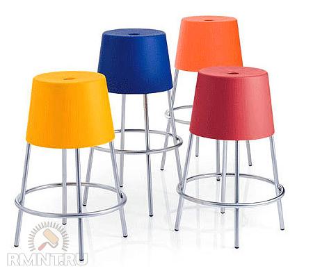 Пластиковые стулья не только для дачи