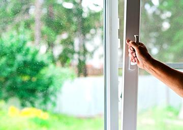 Как уменьшить конденсацию влаги на пластиковых окнах