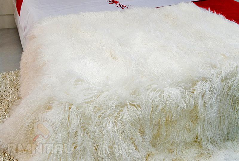 Белое пушистое одеяло