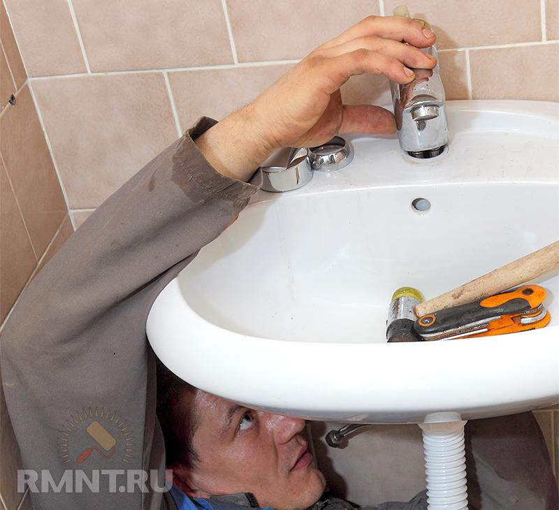 Установка смесителя в стену в ванной