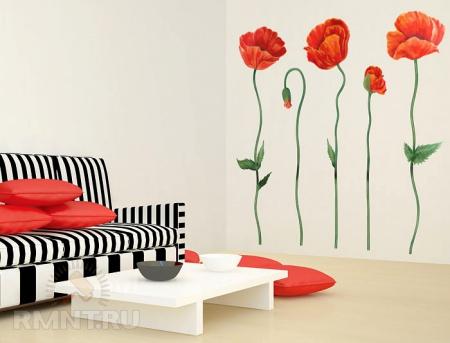 Интерьер с полосатым диваном