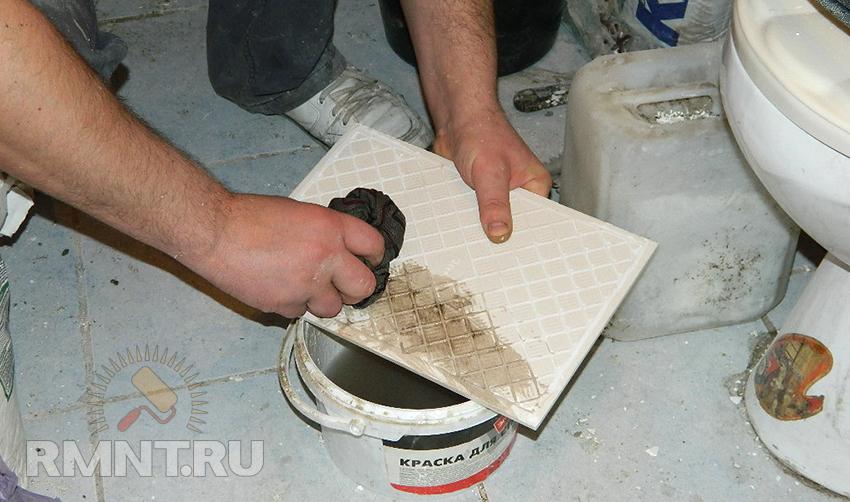 Как наклеить плитку на стену