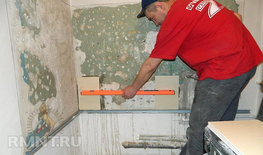 Как приклеить плитки на стену