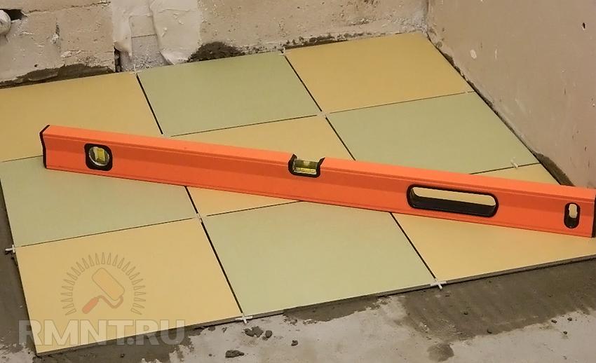 Как положить плитку своими руками на пол