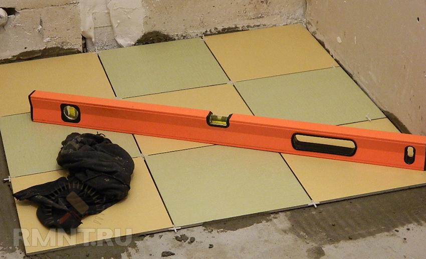 Как положить плитки на пол своими руками