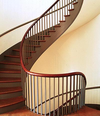 перила из металла для лестницы фото