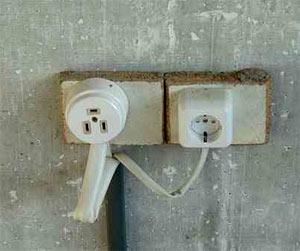 Самым лучшим вариантом будет полная замена электропроводки в квартире.  Если же старая проводка вас.