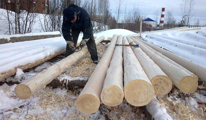 Бревно ручной рубки для строительства сруба дома