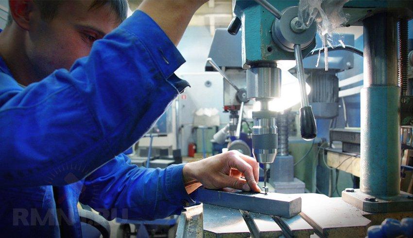 Простой способ проделать квадратное отверстие в листовом металле