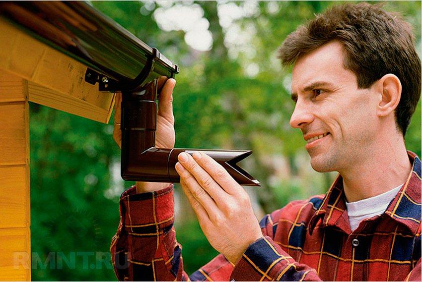 Монтаж водостоков своими руками: как крепить желоб и трубу
