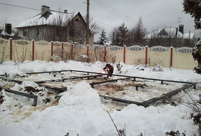 Устройство свайного фундамента зимой