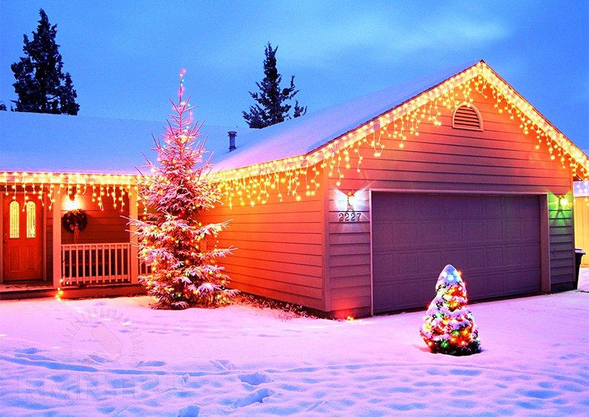 Праздничное украшение: Новогодняя подсветка дома