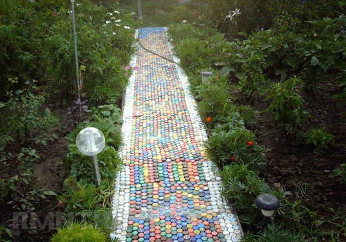 Дорожка из пластиковых бутылок своими руками видео
