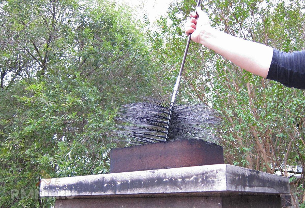 Как очистить трубу печи от сажи