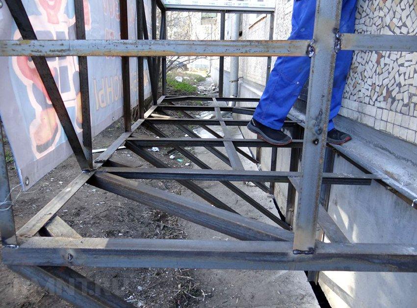 Пристройка балкона на первом этаже rmnt.ru.