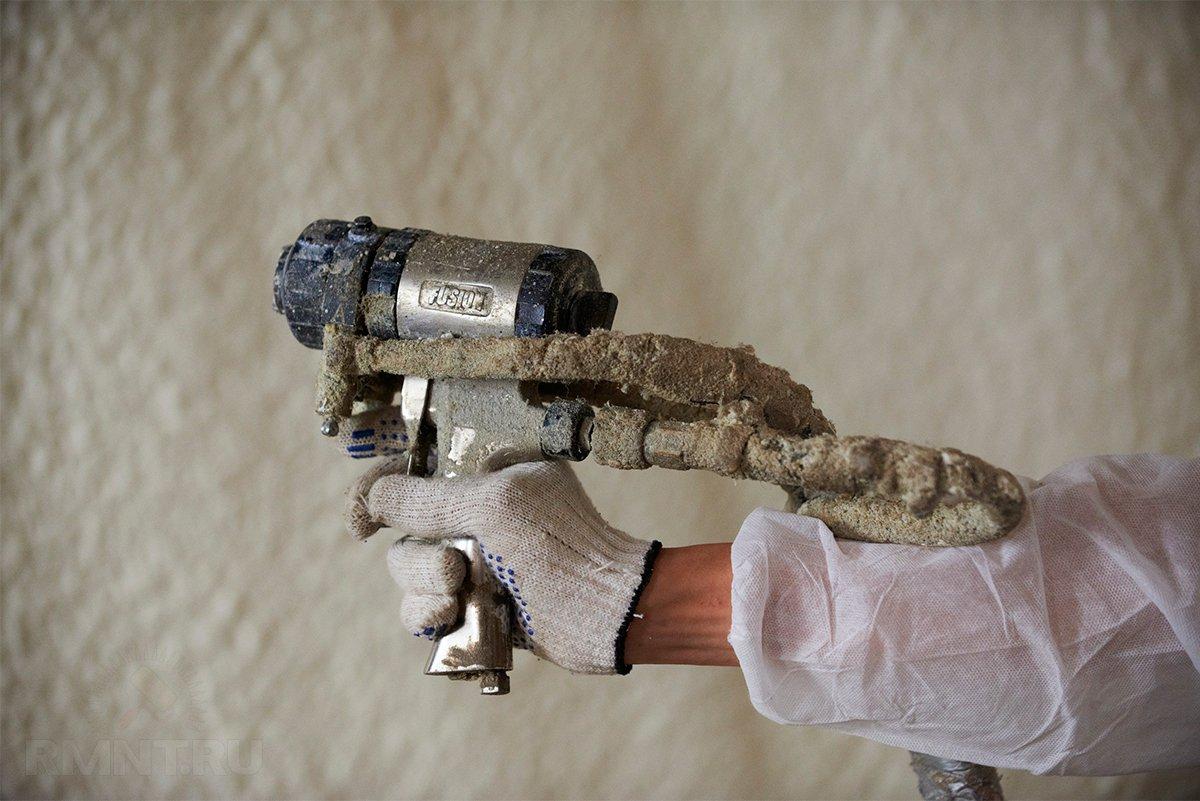 Утепление дома напылением пенополиуретаном: плюсы, минусы, сравнение, цены