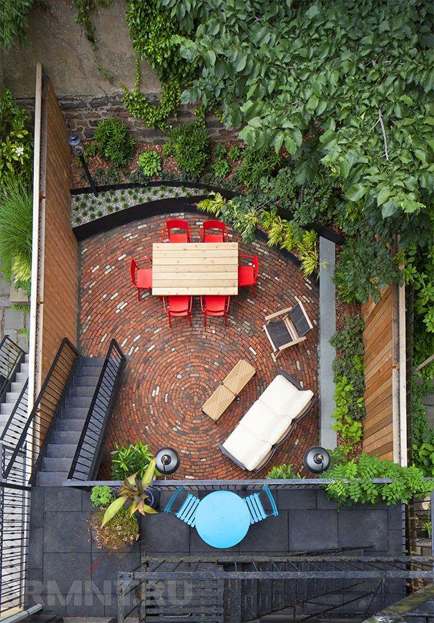 Креативные идеи обустройства двора и дорожек из кирпича