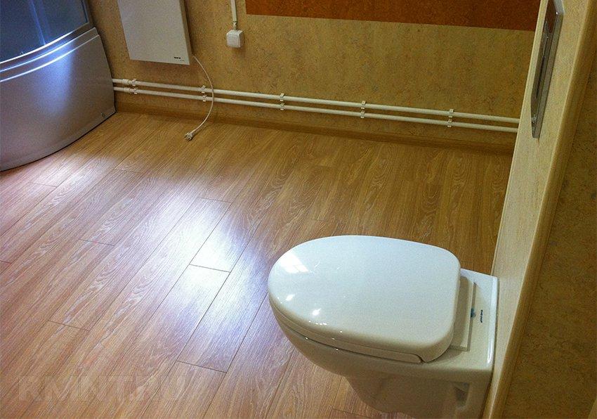 Как выбрать водостойкий ламинат для ванной комнаты