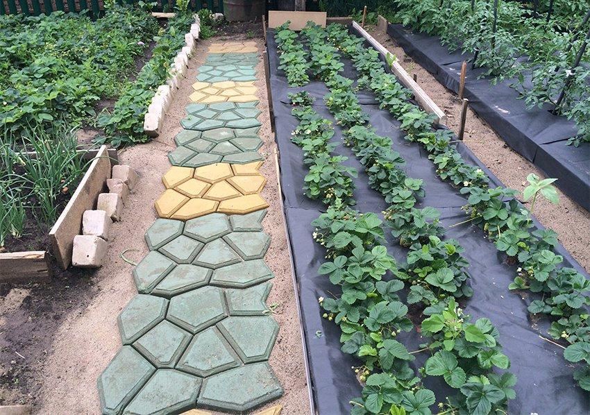 Садовые формы для дорожки