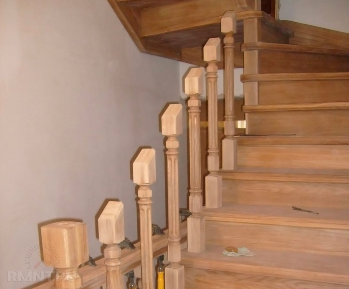 Как крепить балясины и перила: деревянная лестница своими руками