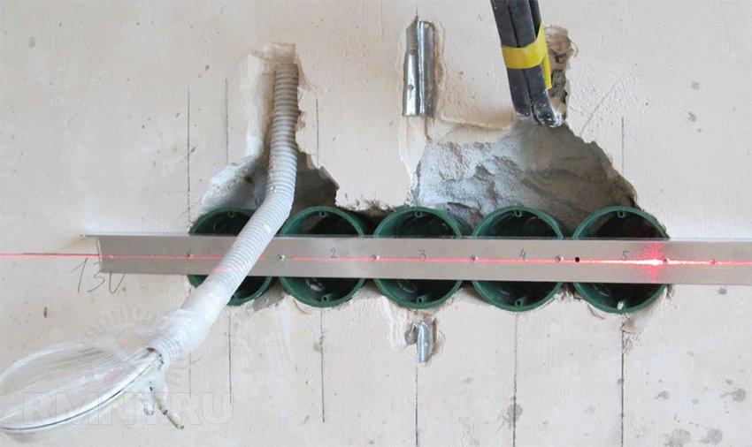 как установить подрозетник в бетон