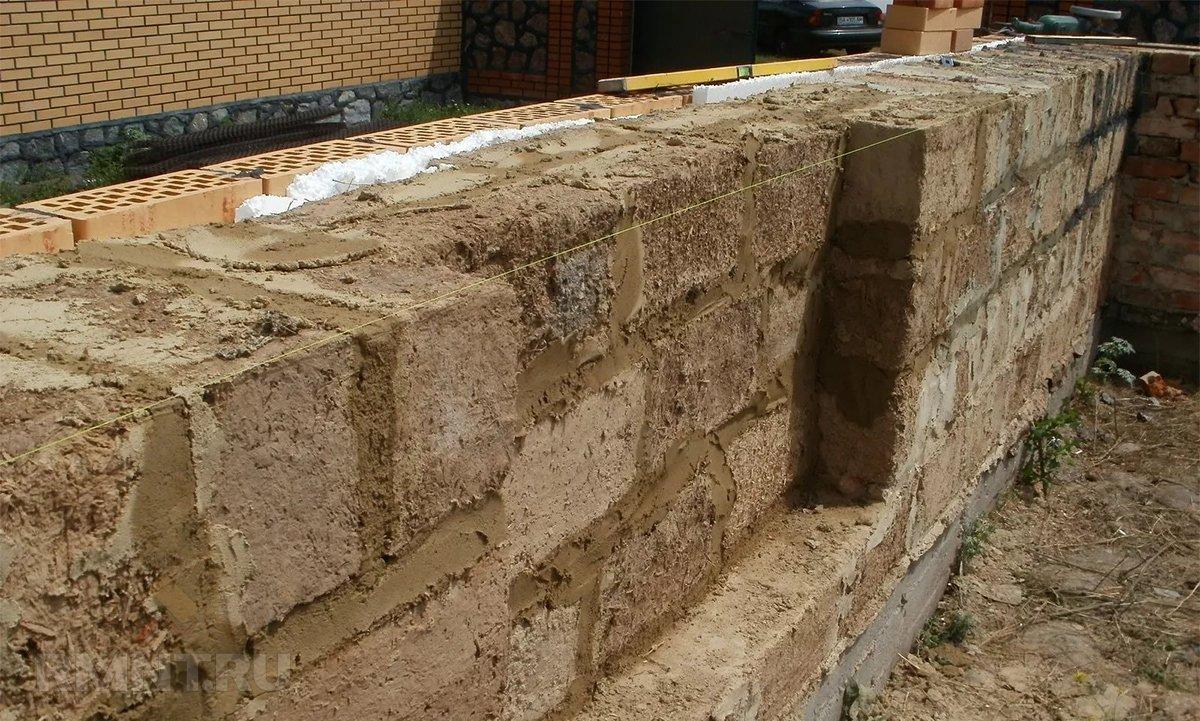 Возведение стен из саманных блоков