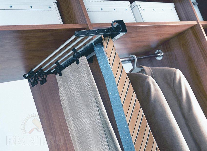 Держатель галстуков в шкаф-купе