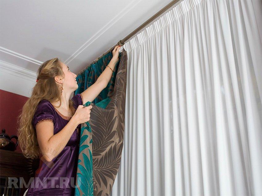 Как выбрать настенный и потолочный карниз и повесить шторы