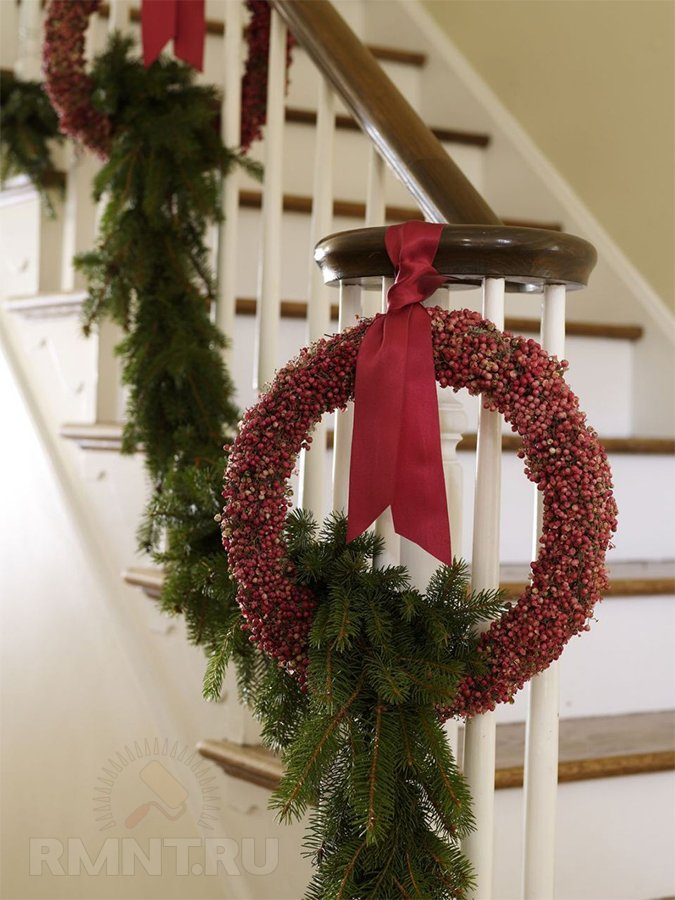 Идеи новогоднего украшения лестницы