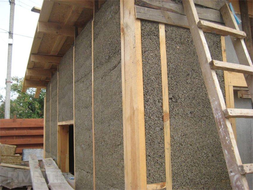 Утепление стен каркасного дома опилками