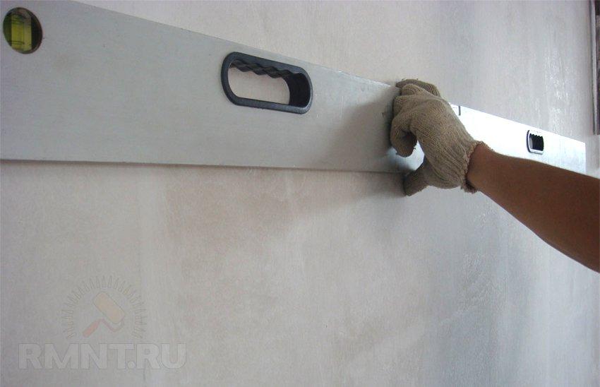 Как правильно шпаклевать стены под покраску и обои