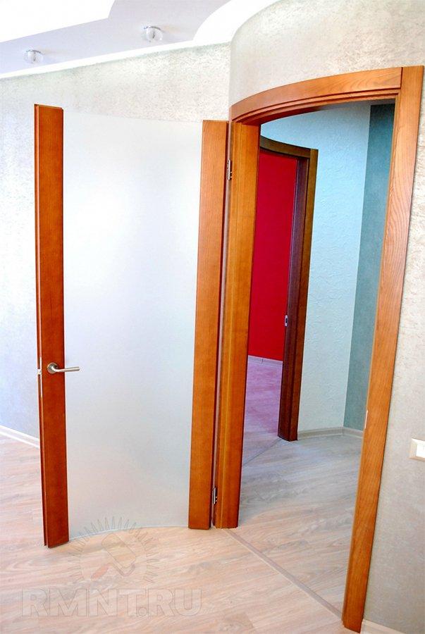 Радиусная дверь из стекла