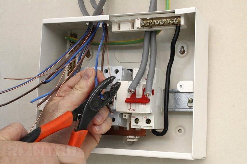 Нужен электрик для монтажа электропроводки купить