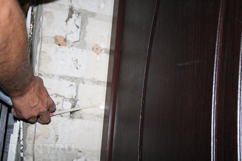 установка шумоизоляции на входные двери