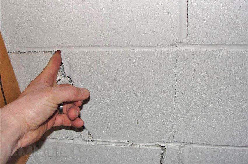 Трещины в доме из кирпича