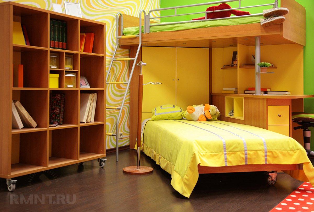 Удачное решение для, как многие думают, детской — двуэтажная, вообщем то, кровать