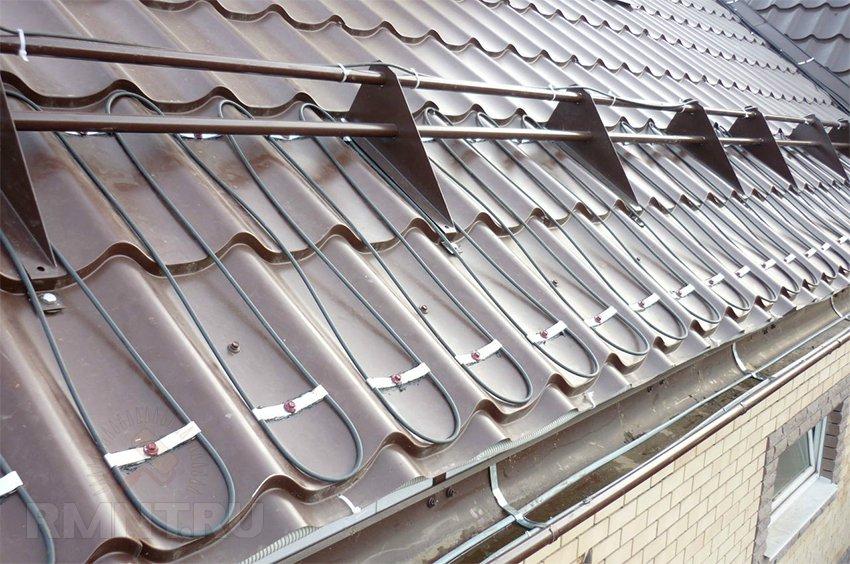 Обогрев крыши: как сделать систему антилёд для водостока и кровли