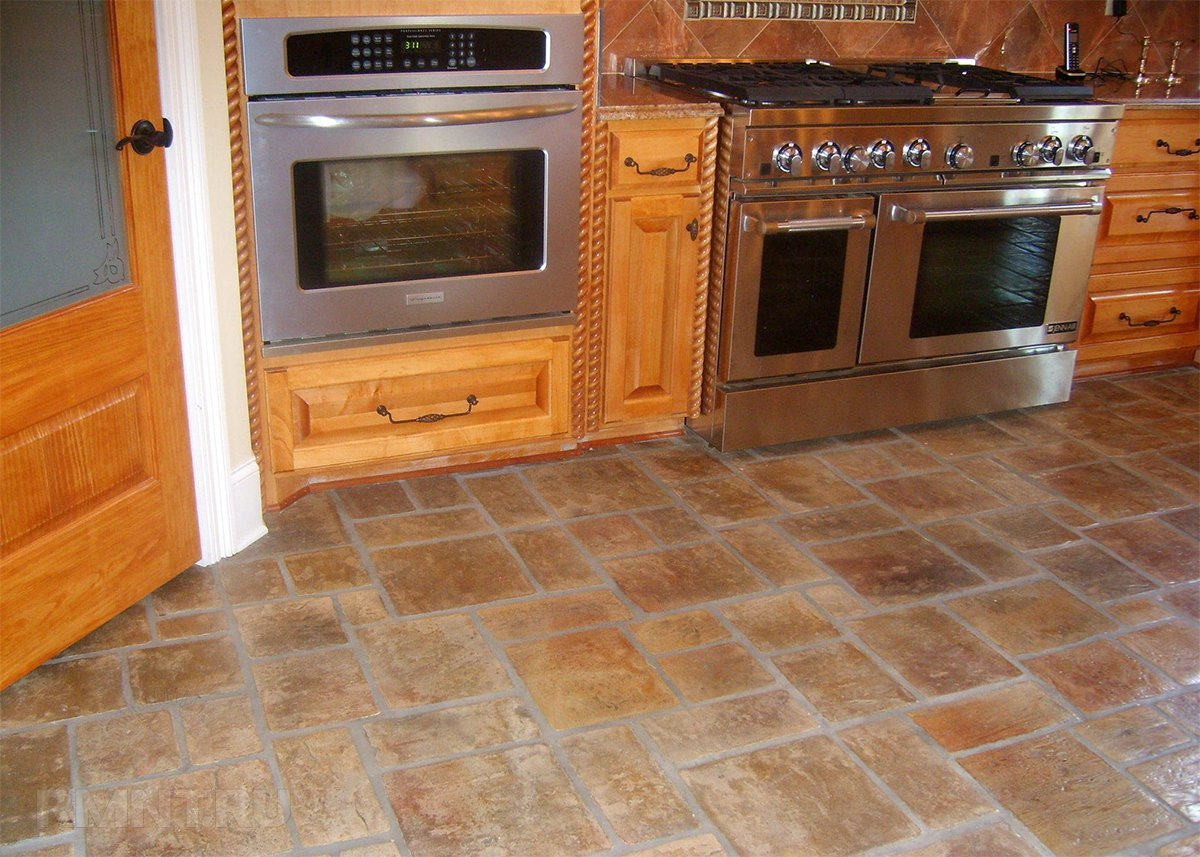 Плитка на кухне деревянного дома