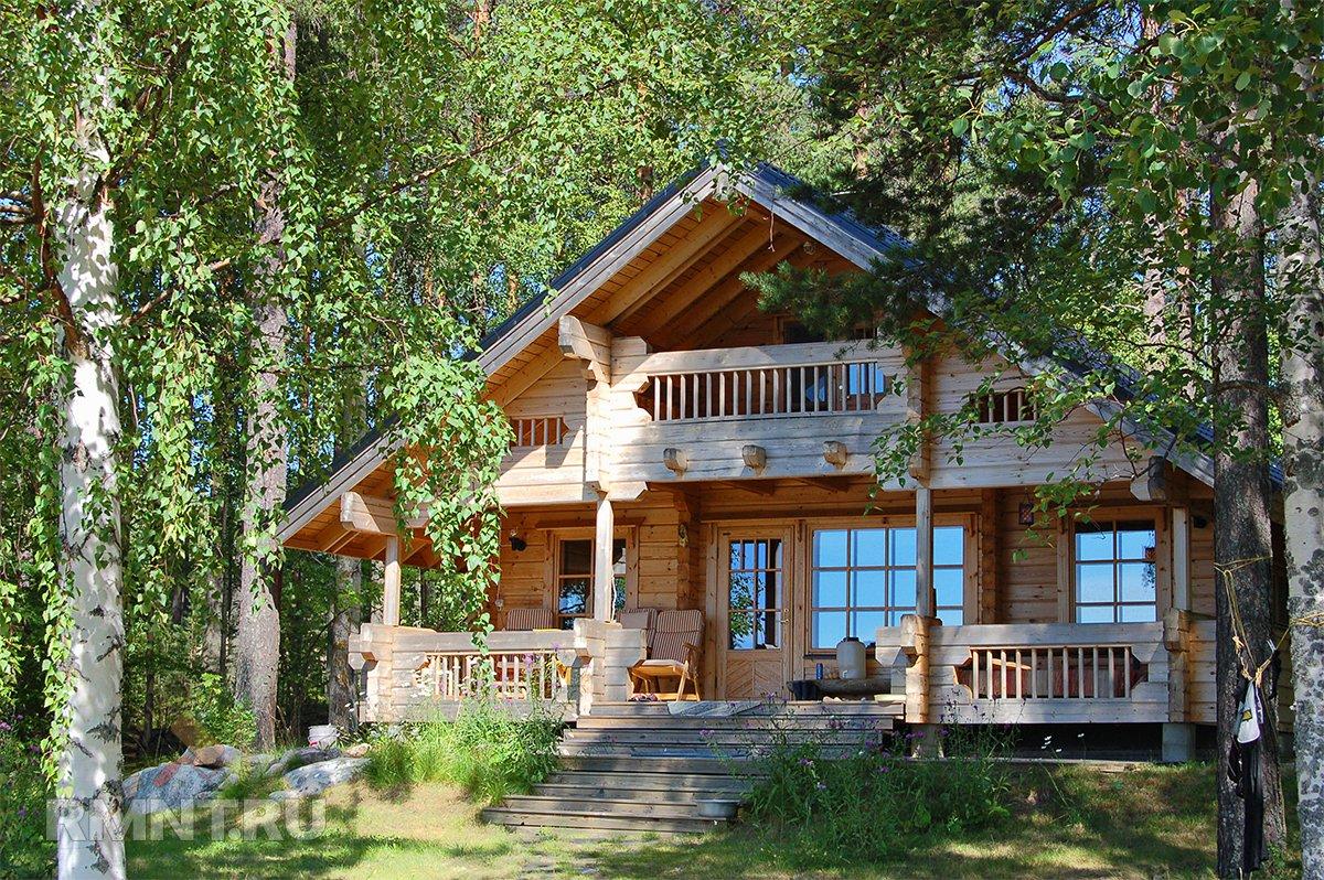 Деревянный дом в живописном месте