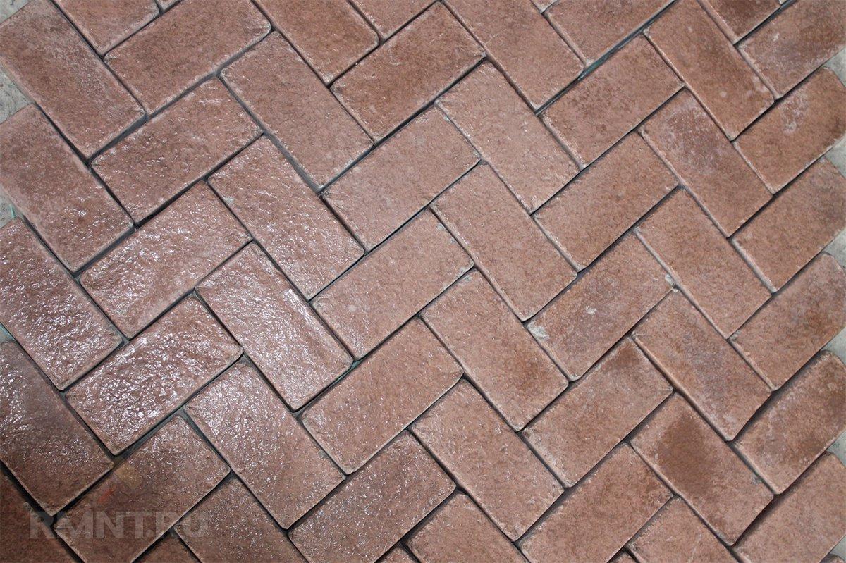Укладка вибролитой тротуарной плитки елочкой
