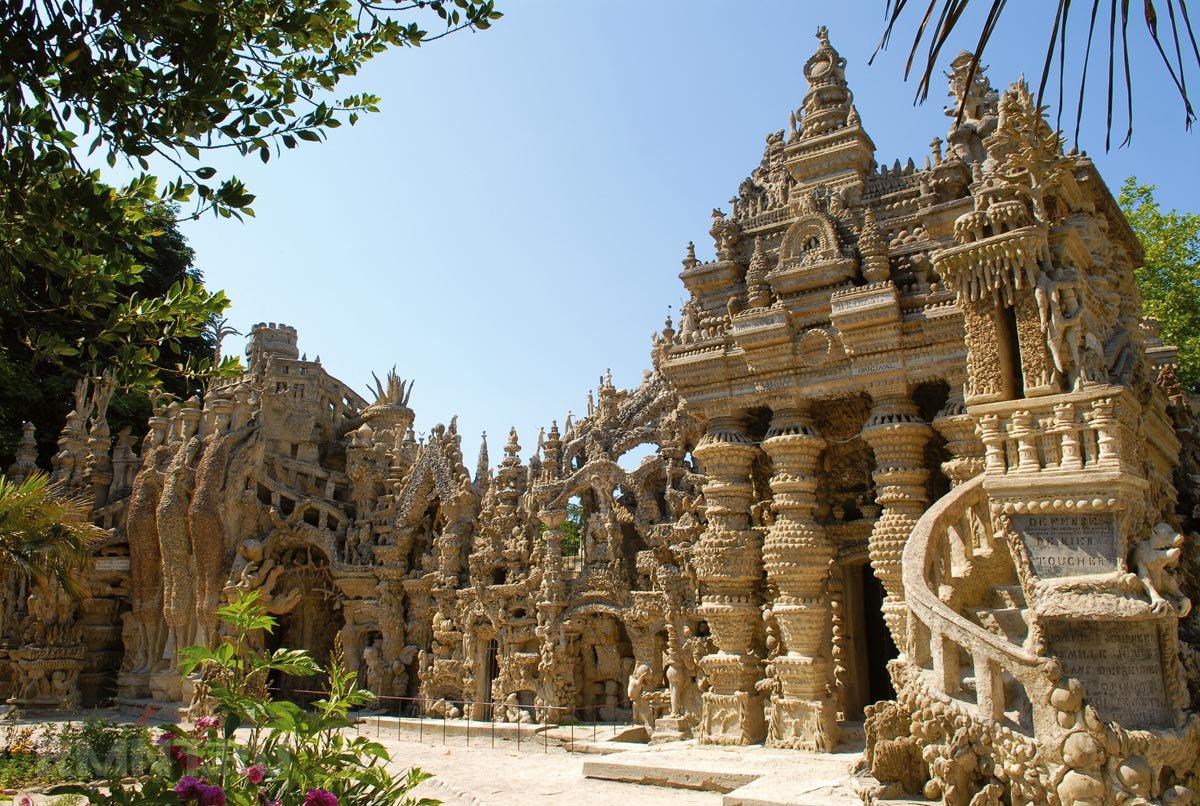 Идеальный дворец во Франция