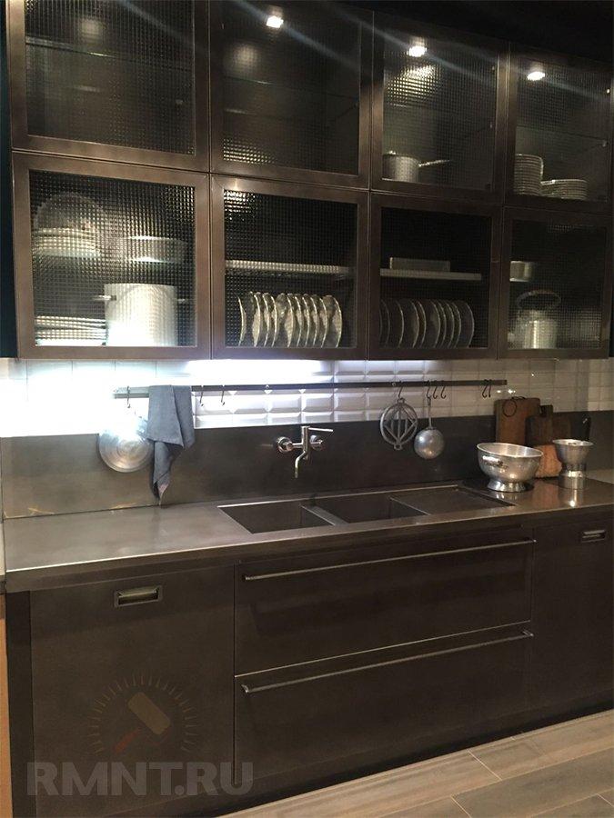 Кухни со стеклянными шкафами